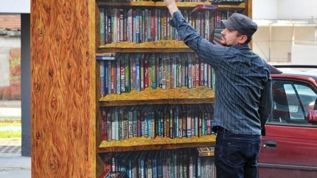 un-profesor-aradean-transforma-cu-pensula-ziduri-gri-in-biblioteci-piscine-si-acvarii-colorate-galerie.com-despre-sabin-chintoan-si-pictura-urbana-foto-sabin-chintoan-13